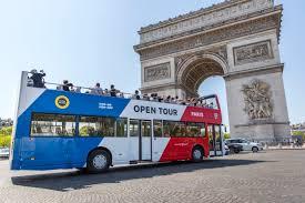 A Paris, ENGIE avitaille en GNV les bus touristiques hop-on hop-off à impériale d'Open Tour