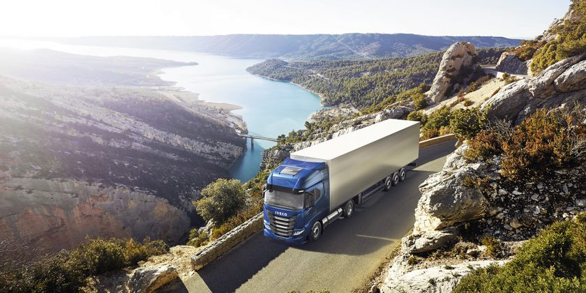 "L'IVECO S-WAY NP remporte le titre de ""Sustainable Truck of the Year 2021"""